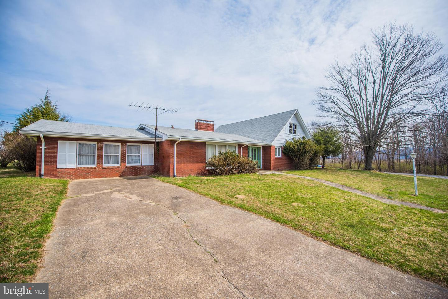 Single Family for Sale at 65 Hampton Grove Drive Berkeley Springs, West Virginia 25411 United States
