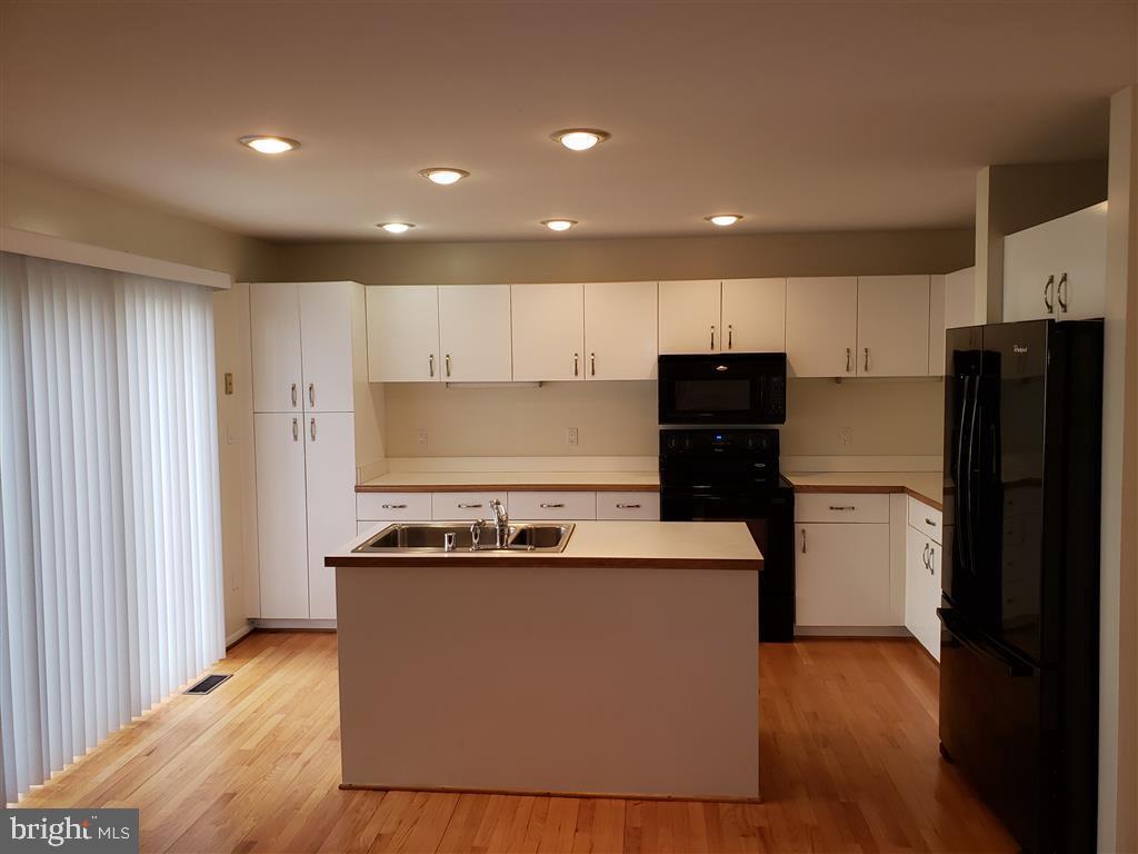 Kitchen/Family Room - 1942 LAKEPORT WAY, RESTON