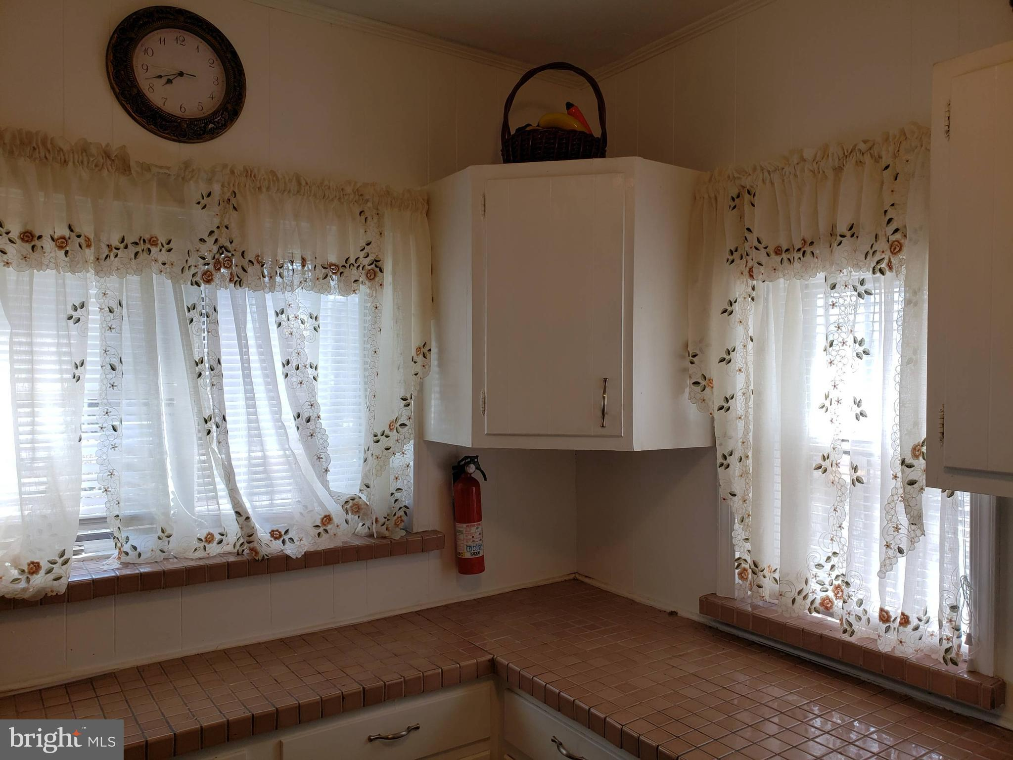 Kitchen windows-lots of light