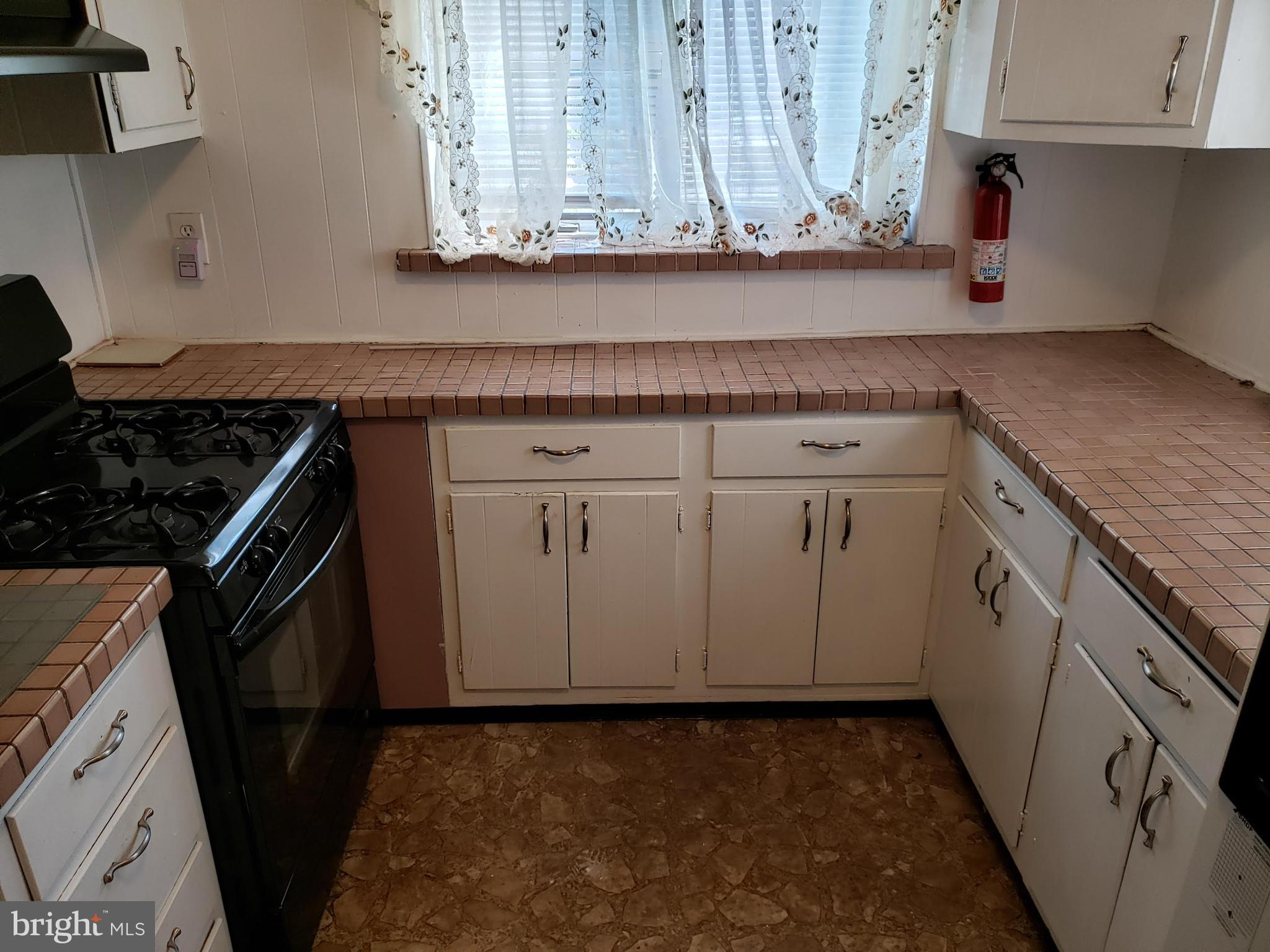 Kitchen Counters and Cabiners