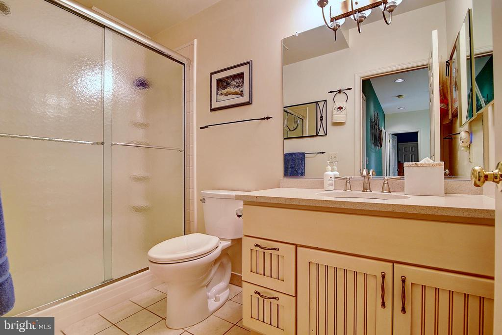 Upper Level Bath - 5449 MUSSETTER RD, IJAMSVILLE