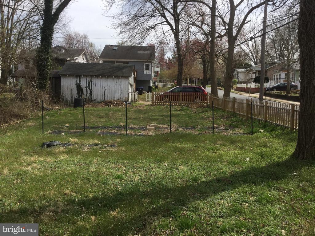 Gardening Space! - 3100 WINDOM RD, MOUNT RAINIER