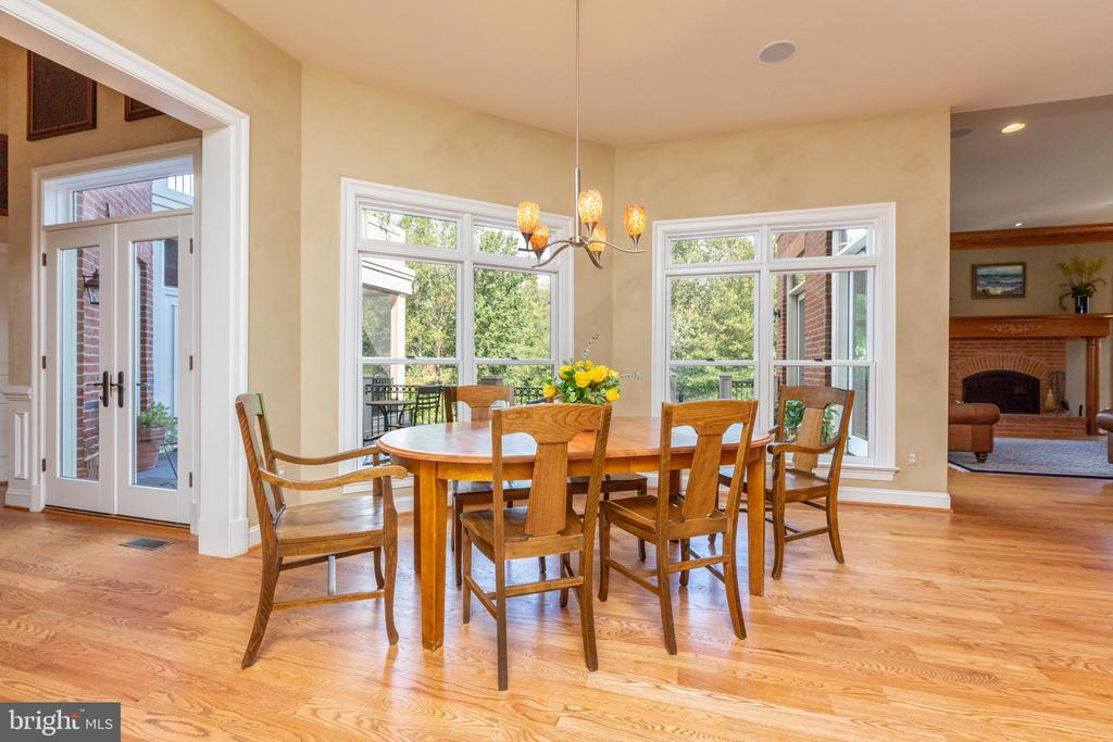 Breakfast area with floor to ceiling windows - 9110 DARA LN, GREAT FALLS