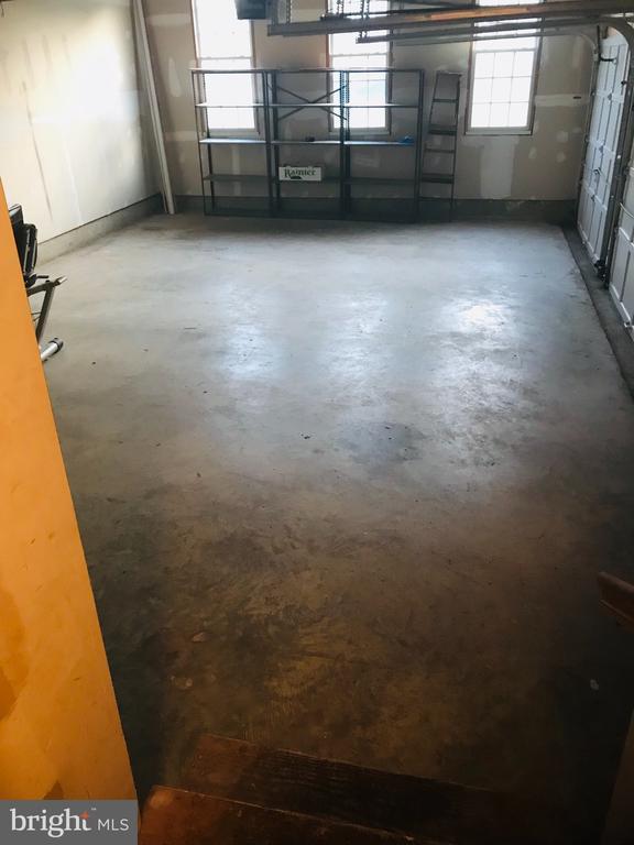 3 car garage - 8913 GRIST MILL WOODS CT, ALEXANDRIA