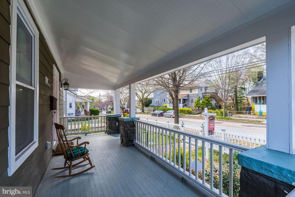 Front Porch perfect for rocking chairs - 2725 30TH ST NE, WASHINGTON