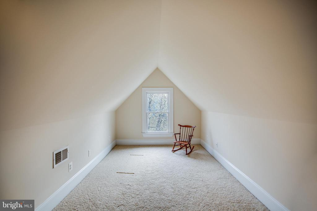 Finished attic - 601 FAUQUIER ST, FREDERICKSBURG