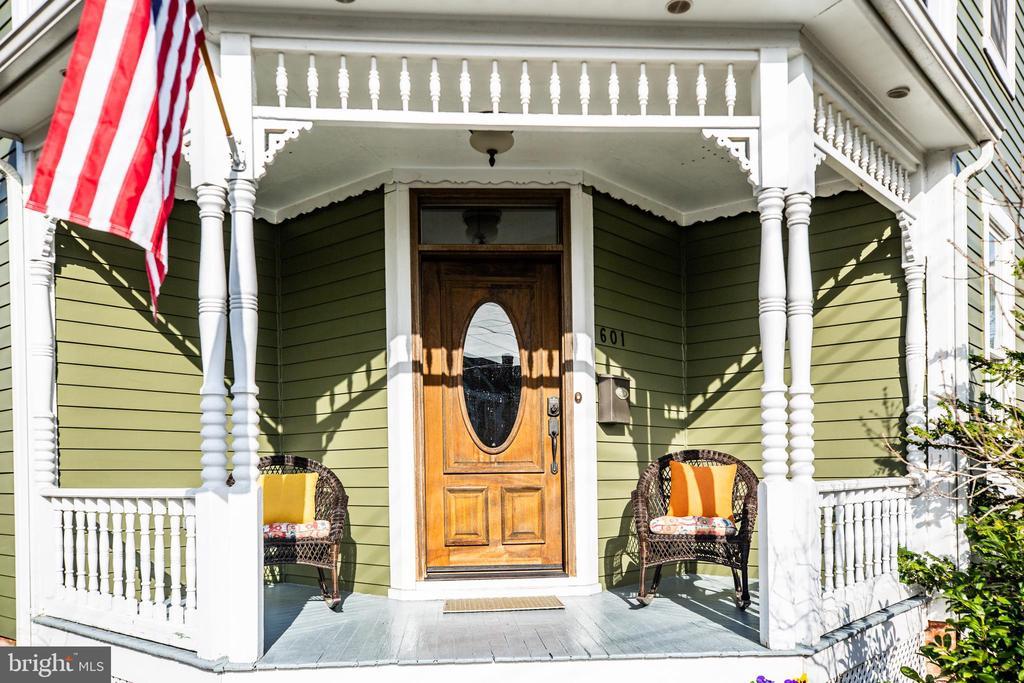 Cozy front porch - 601 FAUQUIER ST, FREDERICKSBURG