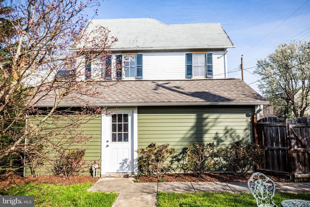 Separate door from back yard to detached garage - 601 FAUQUIER ST, FREDERICKSBURG