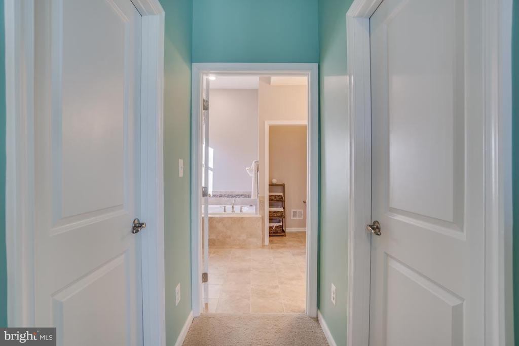2 walk-in closets in Master bedroom - 12472 SOUTHINGTON DR, WOODBRIDGE