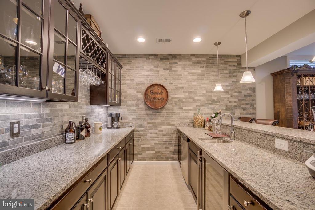 Custom bar with brick surround and dishwasher - 12472 SOUTHINGTON DR, WOODBRIDGE