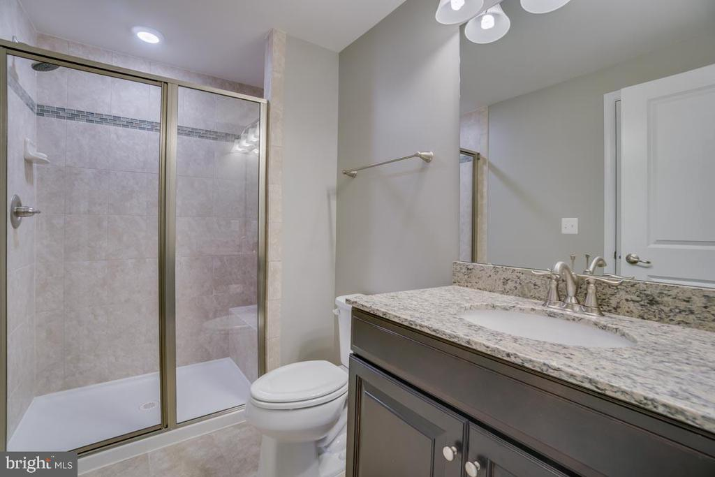 Full ensuite baths - 12472 SOUTHINGTON DR, WOODBRIDGE