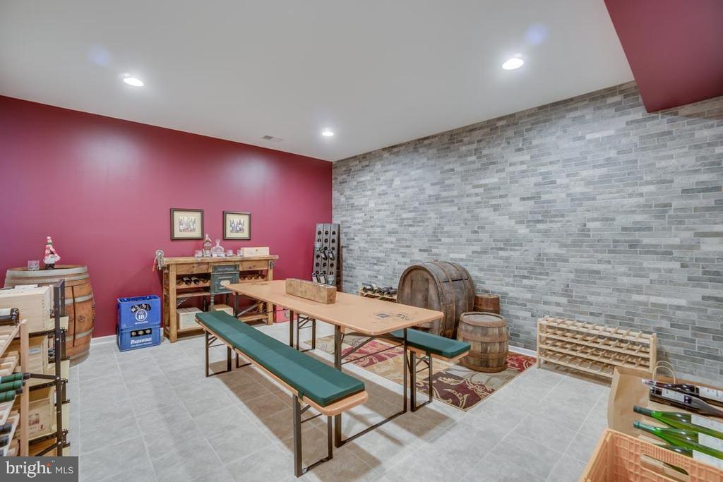 Poker room/wired for media room/wine room - 12472 SOUTHINGTON DR, WOODBRIDGE
