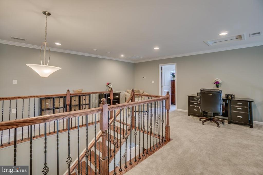 Stairs to upper level - 12472 SOUTHINGTON DR, WOODBRIDGE