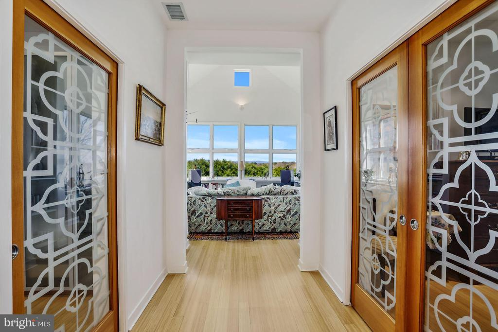 Dramatic Hallway Leads to Conservatory - 38950 PIGGOTT BOTTOM RD, HAMILTON