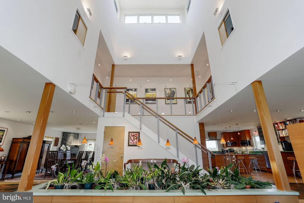 Orchid Jungle Invites Wow Factor! - 38950 PIGGOTT BOTTOM RD, HAMILTON