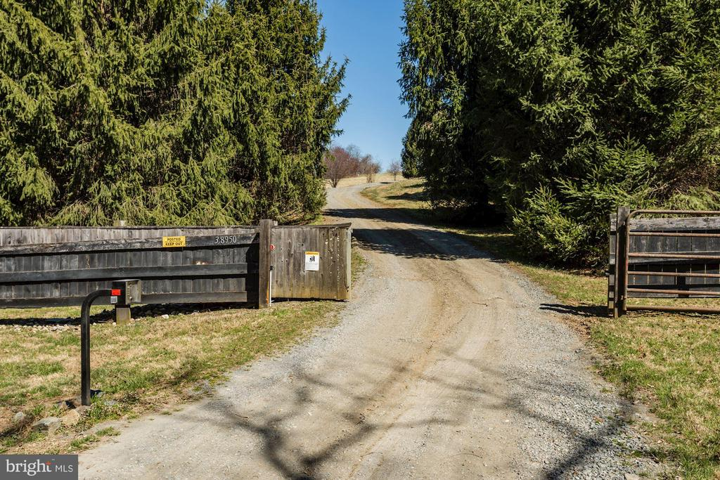 Private Lane - 38950 PIGGOTT BOTTOM RD, HAMILTON