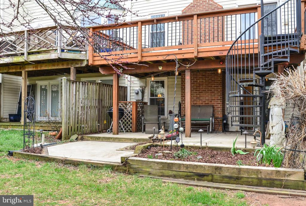 Patio with plenty of room for plants and gardening - 43535 POSTRAIL SQ, ASHBURN
