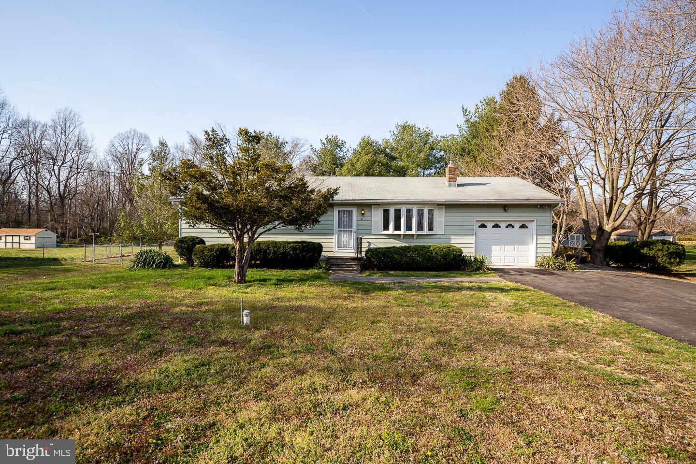Maison unifamiliale pour l Vente à 871 COLUMBIA HWY Bridgeton, New Jersey 08302 États-UnisDans/Autour: Stow Creek Twp