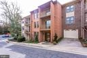 Brick townhome located in Lauderdale - 2102 MILITARY RD, ARLINGTON