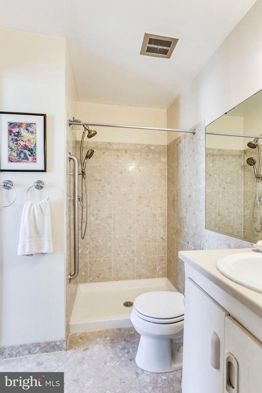 Updated Master Bath - 2102 MILITARY RD, ARLINGTON