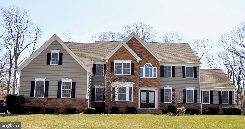 Частный односемейный дом для того Продажа на 8 JEREMY Court Somerset, Нью-Джерси 08873 Соединенные ШтатыВ/Около: Franklin Township