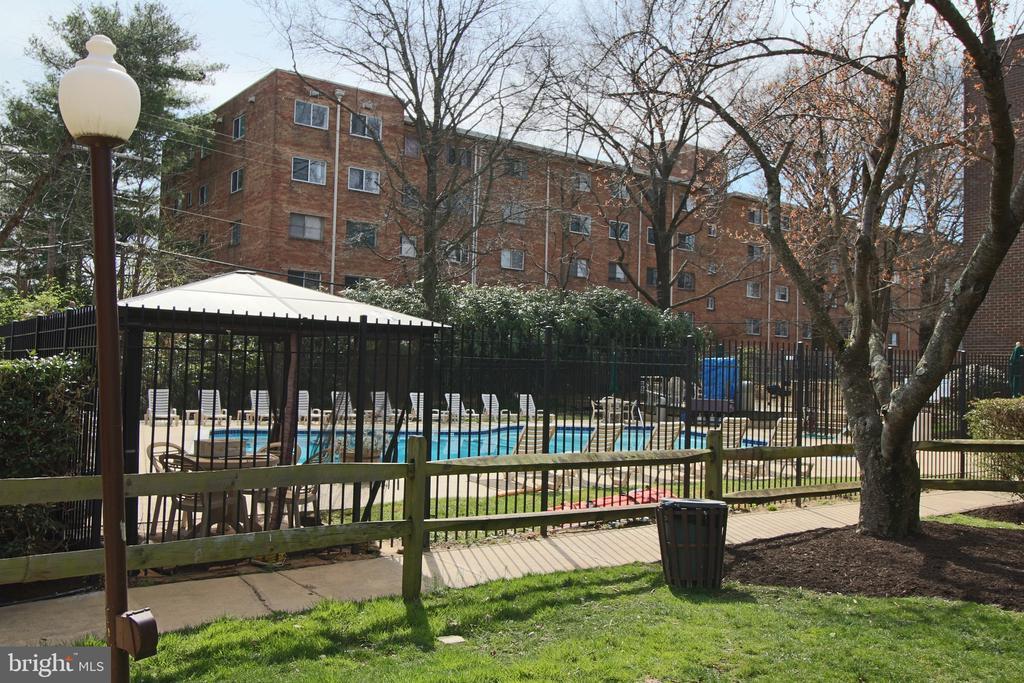 Park Spring Pool, enjoy all summer! - 5091 7TH RD S #102, ARLINGTON