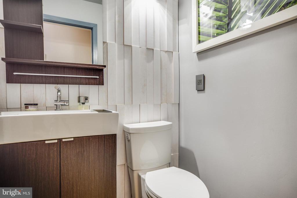 Guest Bathroom - 9 OLDE PLANTATION DR, FREDERICKSBURG