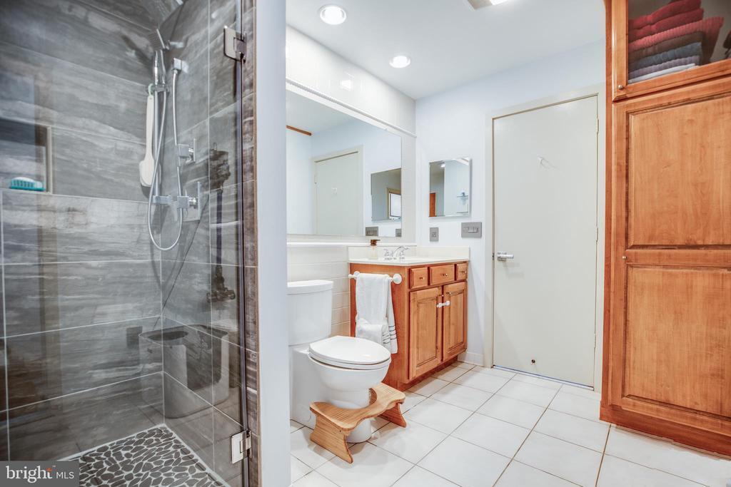 Bathroom - 9 OLDE PLANTATION DR, FREDERICKSBURG