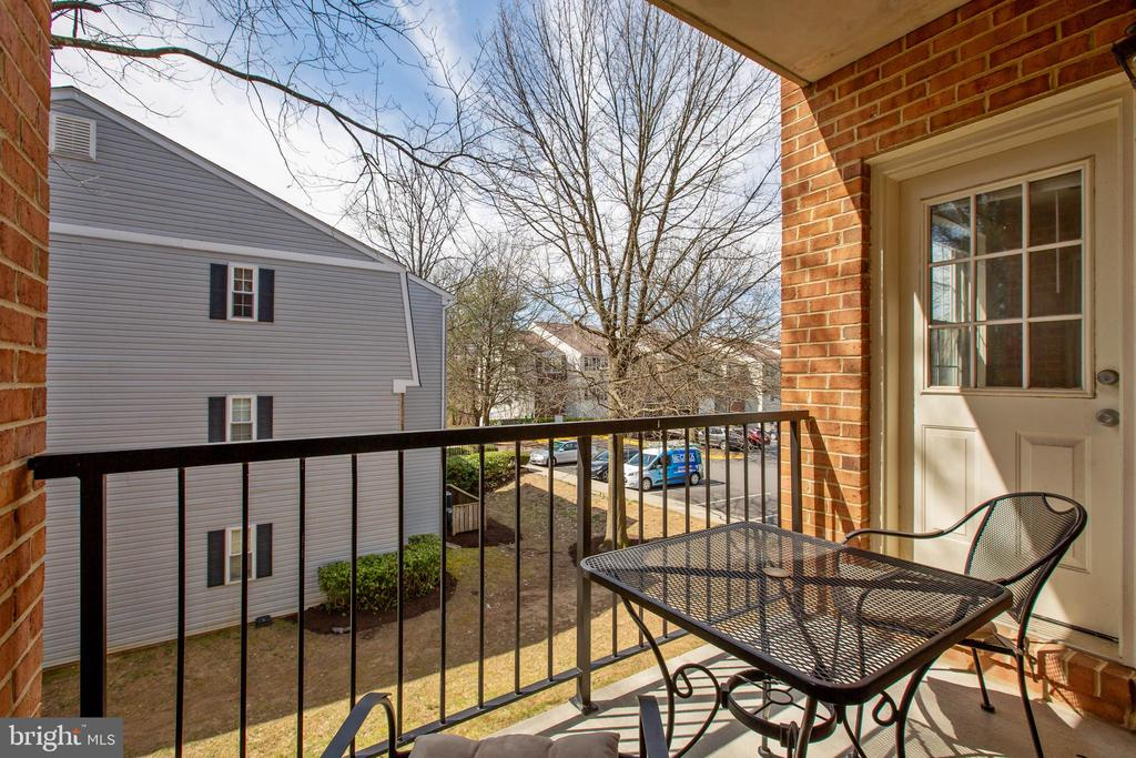 Relax on the balcony - 18318 STREAMSIDE DR #203, GAITHERSBURG