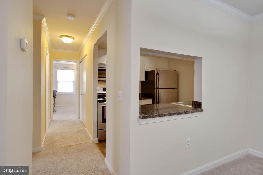Hallway to kitchen and bedrooms - 18318 STREAMSIDE DR #203, GAITHERSBURG