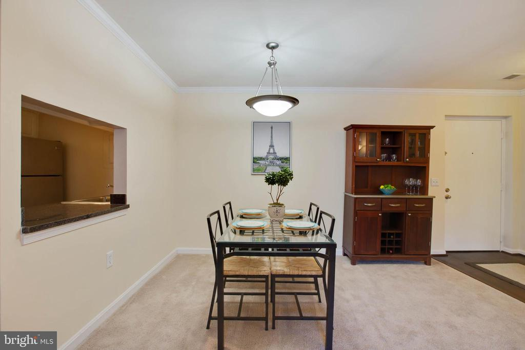 Dining room with pass through to kitchen - 18318 STREAMSIDE DR #203, GAITHERSBURG