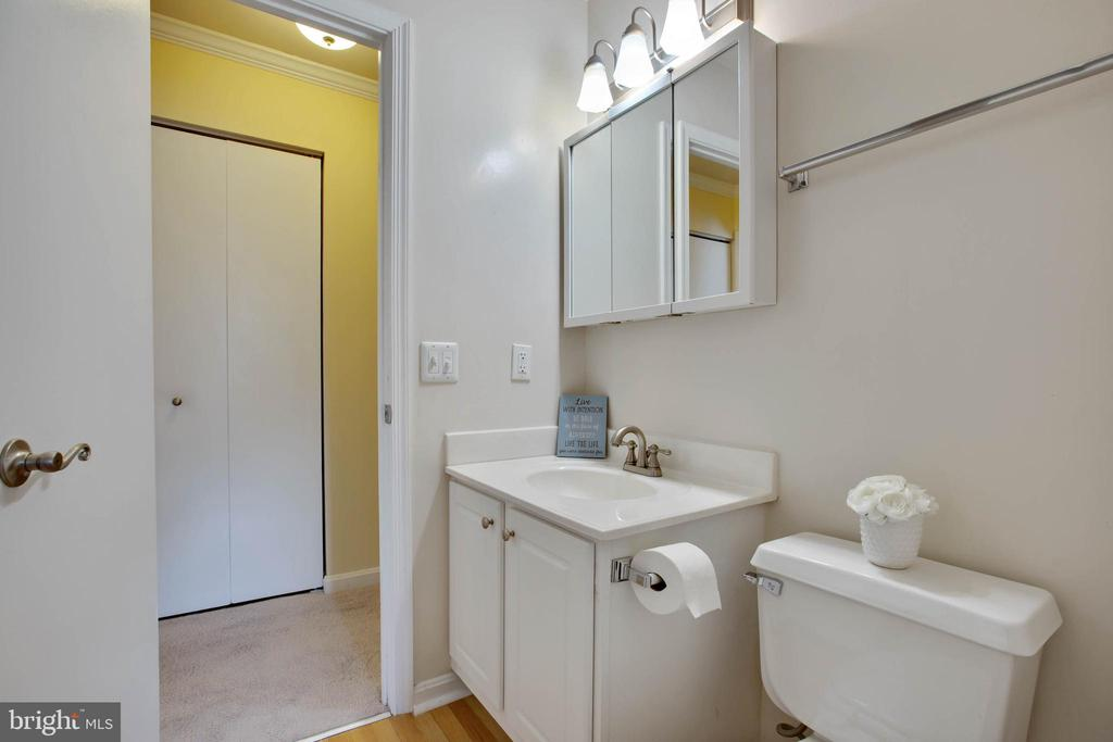 Full bath - 18318 STREAMSIDE DR #203, GAITHERSBURG