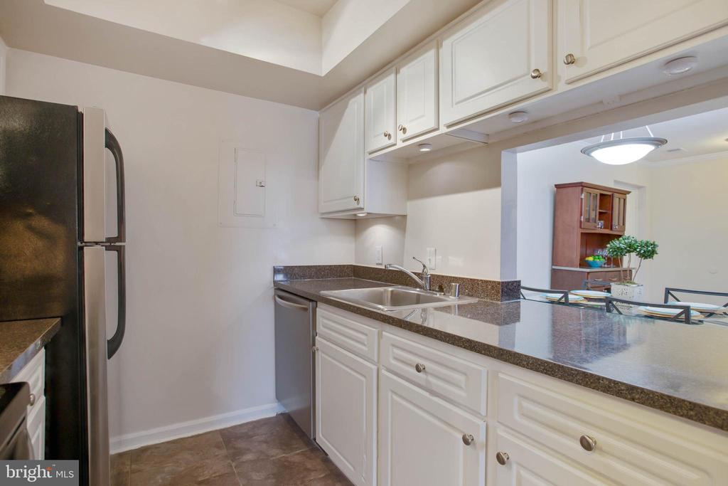 View of kitchen with pass through to dining room - 18318 STREAMSIDE DR #203, GAITHERSBURG