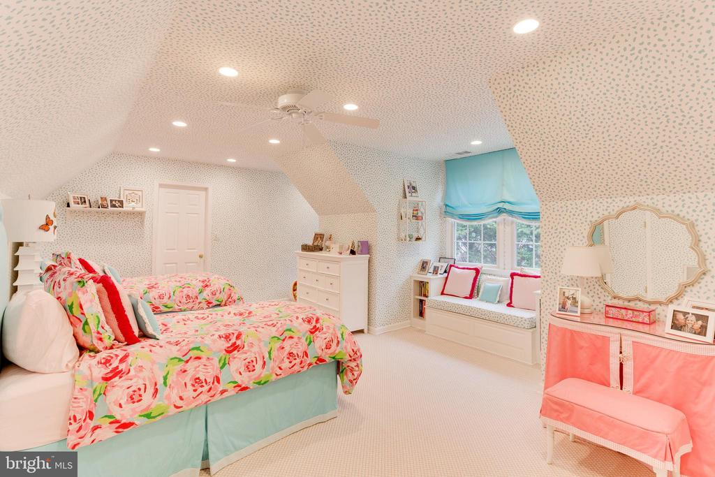 BedroomBedroom over garage - 9464 CORAL CREST LN, VIENNA