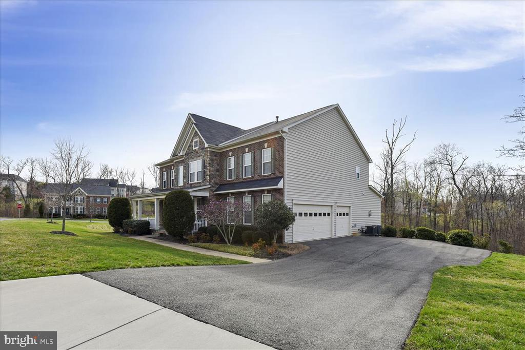 3 car side load with long driveway. - 21568 BURNT HICKORY CT, BROADLANDS