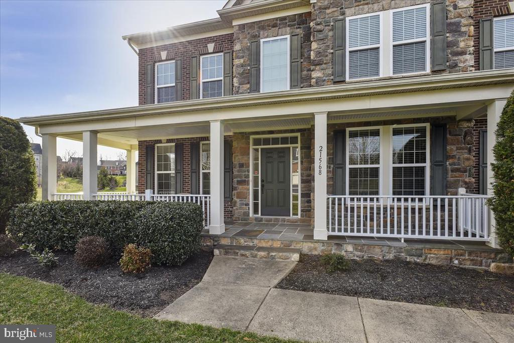 Full porch you can actually sit on. - 21568 BURNT HICKORY CT, BROADLANDS