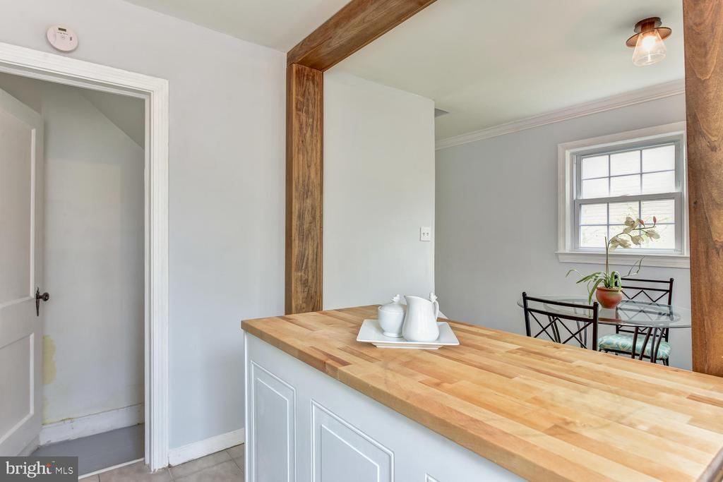 Exciting Post + Beam Style Touch - 4833 9TH ST N, ARLINGTON