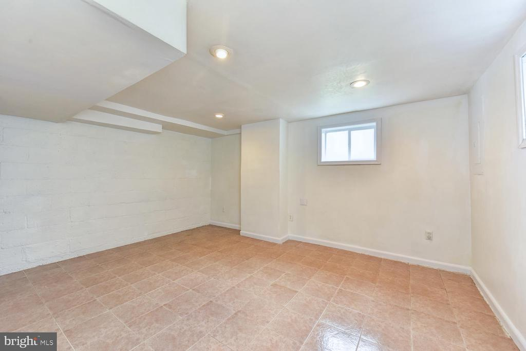 Potential Guest Space - 4833 9TH ST N, ARLINGTON