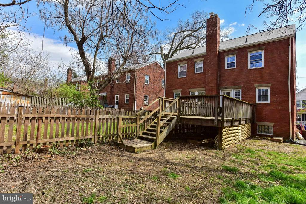 Over-Sized Deck and Backyard - - 4833 9TH ST N, ARLINGTON