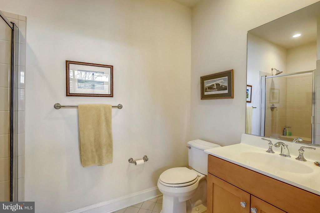 Main level full bathroom - 10884 SYMPHONY PARK DR, NORTH BETHESDA