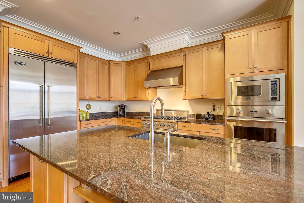 Granite center island and kitchen view - 10884 SYMPHONY PARK DR, NORTH BETHESDA