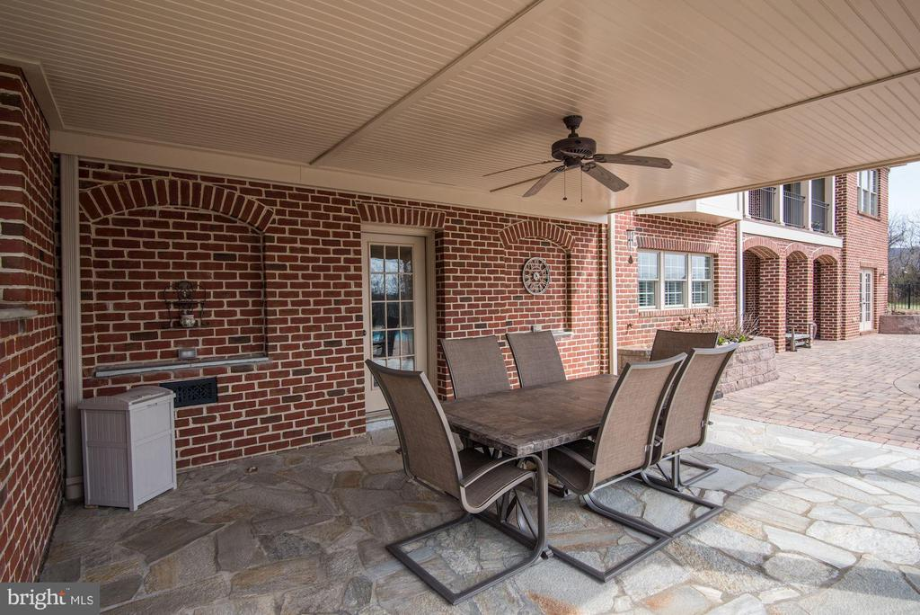 EXTRA DETAIL IN THE BRICK WORK FOR THIS HOME - 8728 PETE WILES RD, MIDDLETOWN
