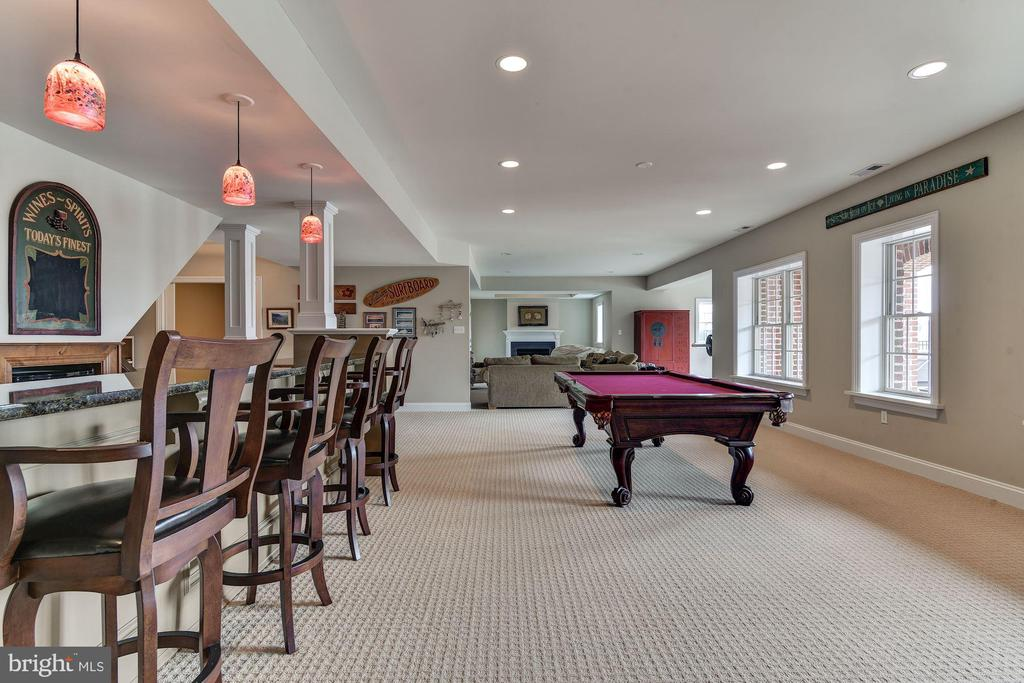 PLENTY OF ROOM FOR A GAME OF POOL TOO - 8728 PETE WILES RD, MIDDLETOWN