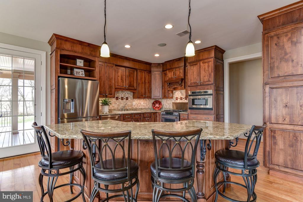 THE KITCHEN IS THE NEW LIVING ROOM! - 8728 PETE WILES RD, MIDDLETOWN