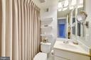 With Bath En-suite - 2131 N SCOTT ST, ARLINGTON