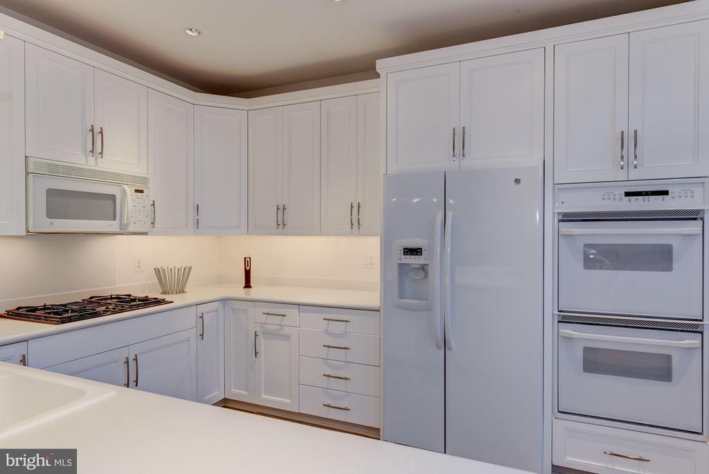 Beautiful All White Kitchen - 2131 N SCOTT ST, ARLINGTON