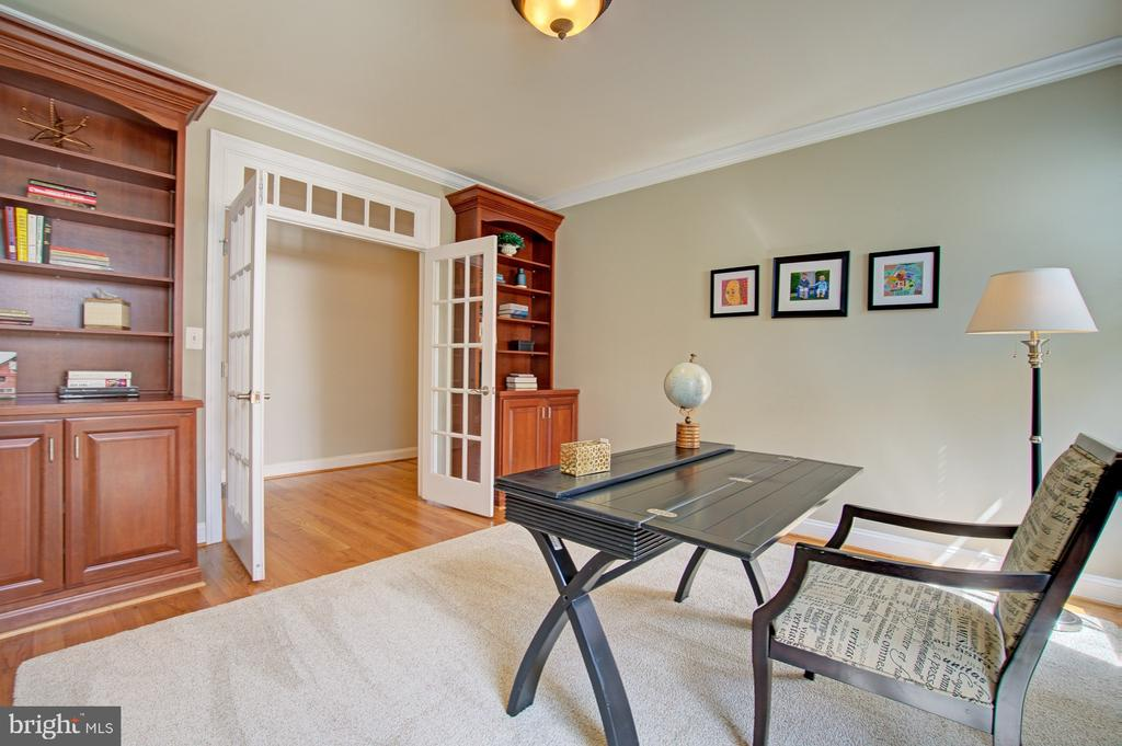 Main level office w/ built-ins and french doors - 601 PARK ST SE, VIENNA