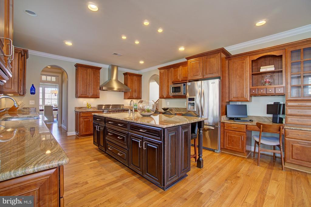 There's a large walk in pantry w/ shelving, too! - 601 PARK ST SE, VIENNA