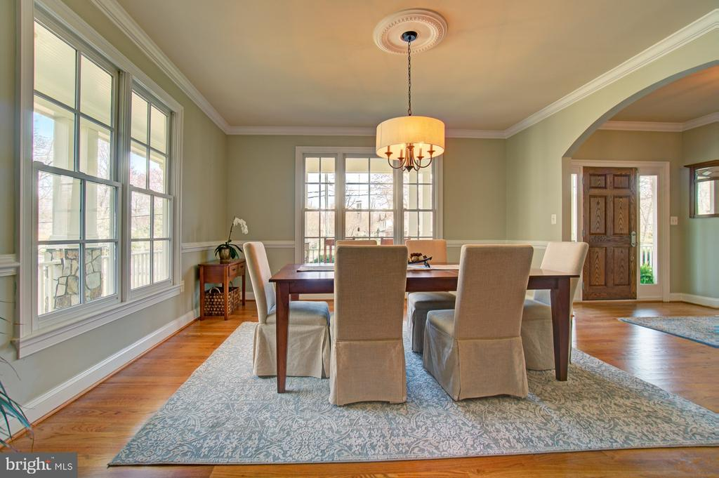 Entertaining is easy w/ this gorgeous dining room - 601 PARK ST SE, VIENNA