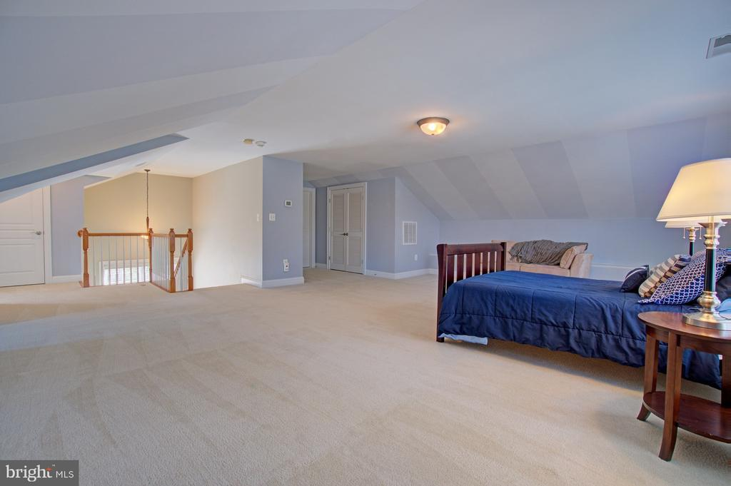 Upper level 2 bonus bedroom #5 - 601 PARK ST SE, VIENNA